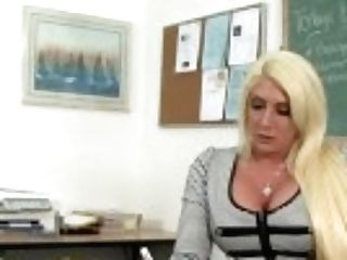 """""""hot Schoolteacher Kelli Gets An Interracial Fuck From Her Student"""""""